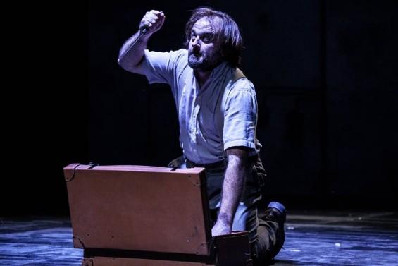 Filippo Dini è Giobbe protagonista de IL MACELLO DI GIOBBE di Fausto Paravidino